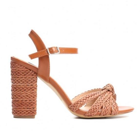 Sandały na słupku Savana camel